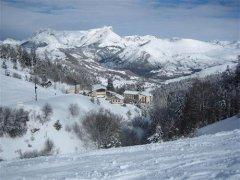 la-station-de-gap-ceuze-2000-attend-une-importante-chute-de-neige-pour-pouvoir-ouvrir-ses-pistes.-photo-archives.jpg